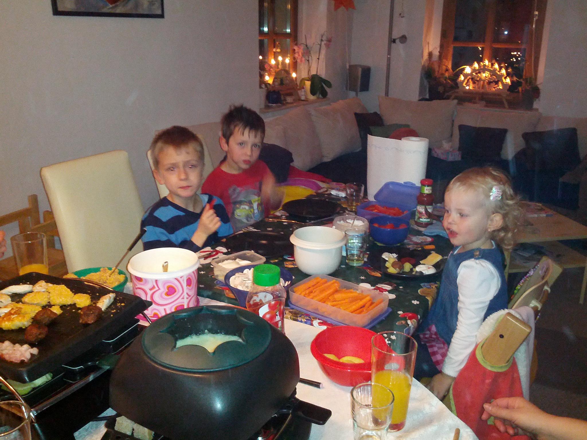 Silvesterfeier. Fabian und Laura mit Nachbarskind Jannis.