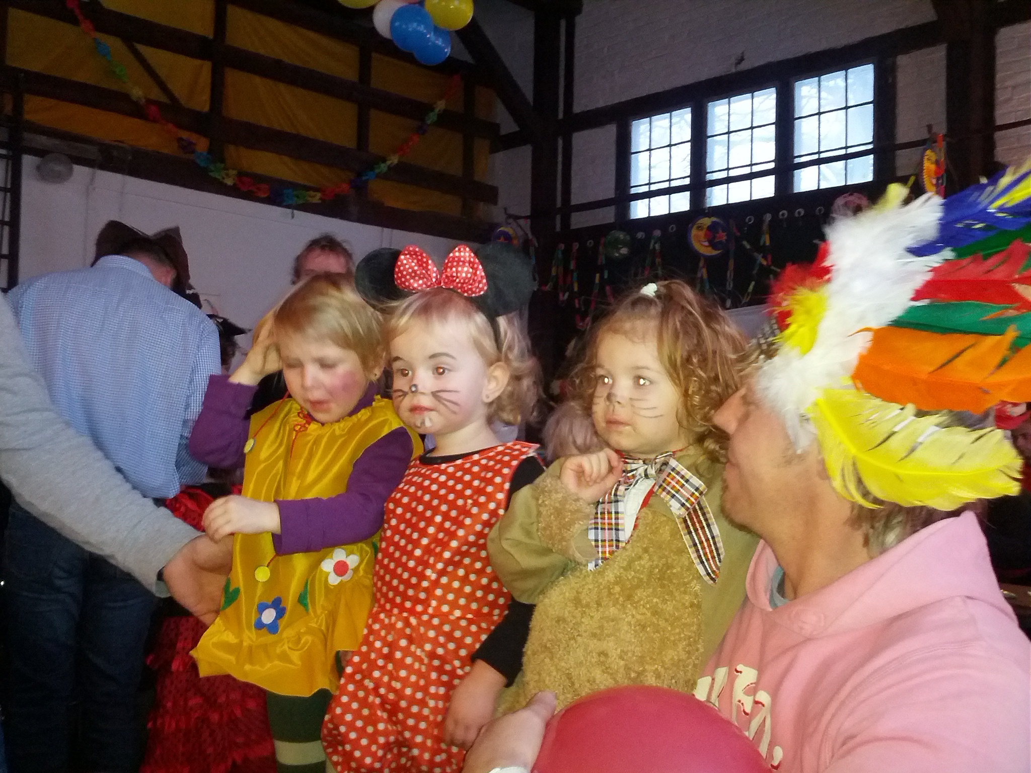 Kinderfasching im Jahnsbacher Lokschuppen. Laura mit ihren Freundinnen Annika und Suri.