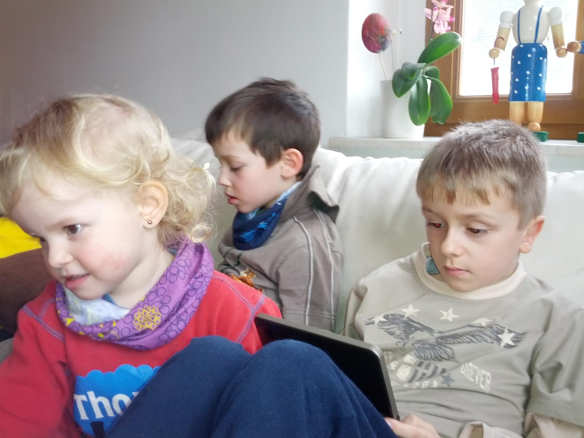 Die großen Jungs sind beschäftigt und können sich leider nicht um Laura kümmern...